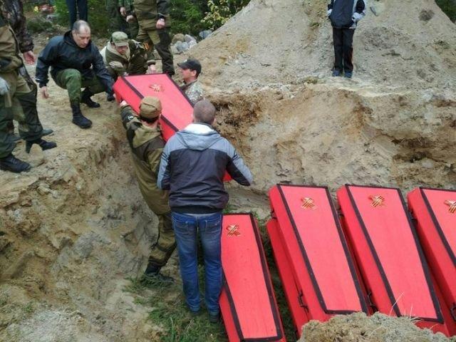 Торжественное захоронение бойцов Красной армии (18 фото)