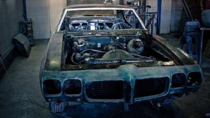 Восстановление маслкара Pontiac GTO 1970 года (22 фото)