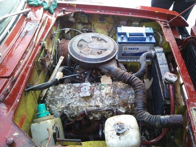 «Москвич-2140», простоявший 25 лет в сыром гараже (20 фото)