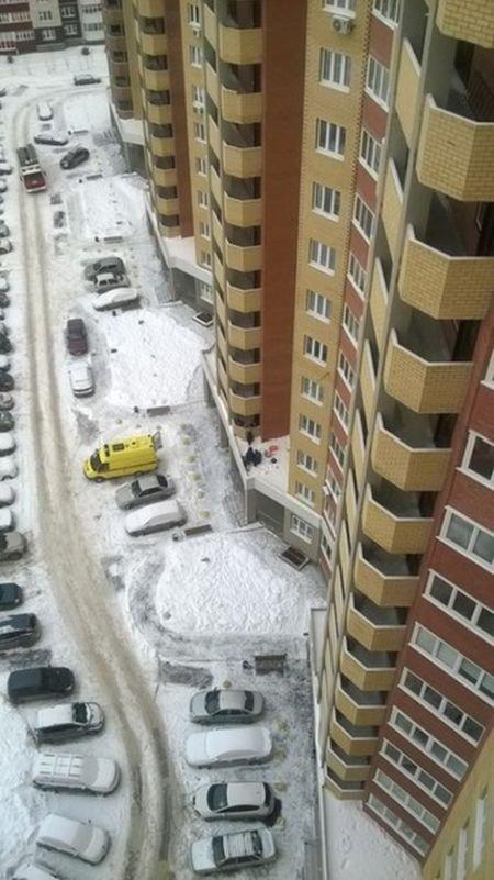 Тюменец выпал с 10-го этажа и отсудил у застройщика более полумиллиона рублей (2 фото)
