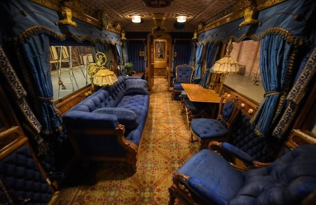 Поезд королевы Великобритании Виктории (9 фото)