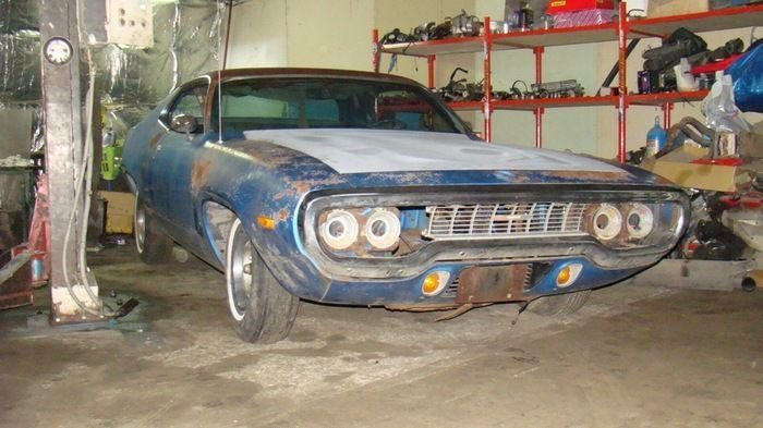 Фотоотчет о реставрации маслкара Plymouth Roadrunner 1971 года (22 фото)