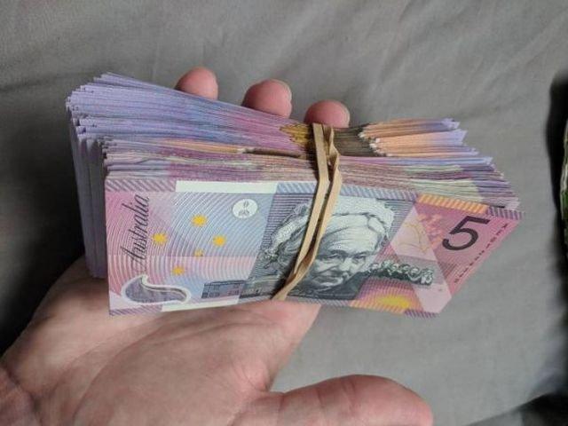 Парень нашел способ, позволяющий легко копить деньги (2 фото)