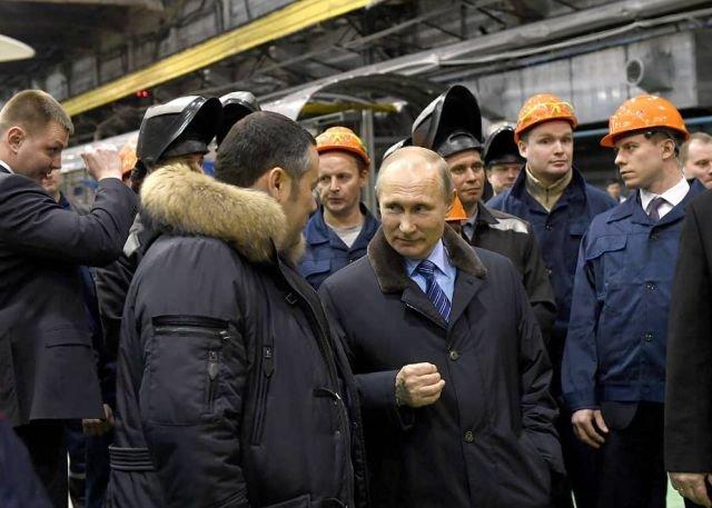 Необычное окружение Владимира Путина на ТВЗ (5 фото)
