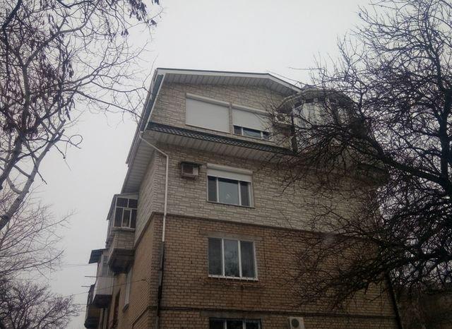 Перестройка советской трехэтажки (3 фото)