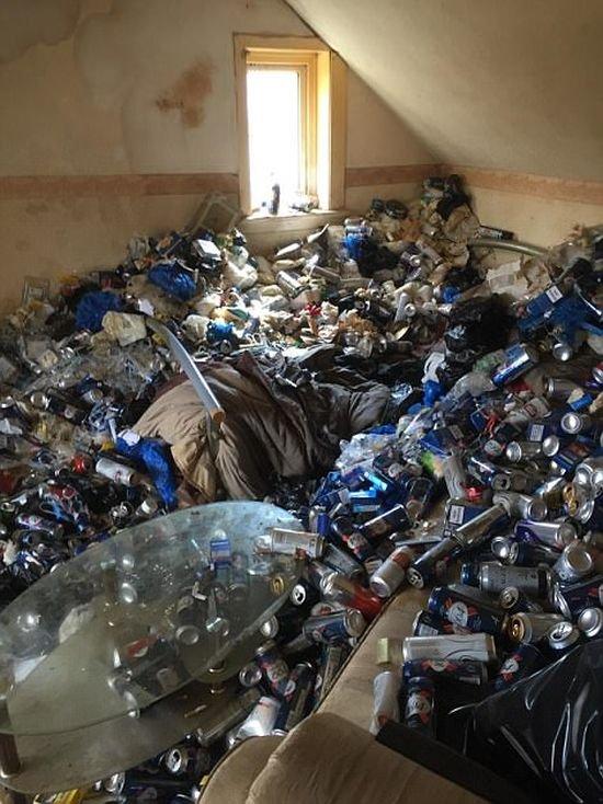 Арендодатель пришел в ужас, увидев во что превратили его квартиру (7 фото)