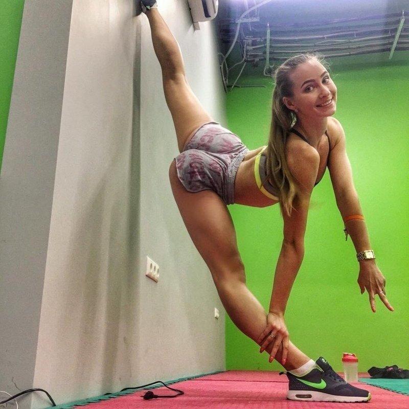Спортивные девушки с отличной растяжкой (40 фото)