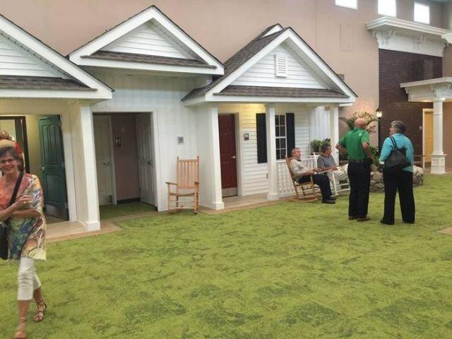 Непростой дом престарелых (10 фото)