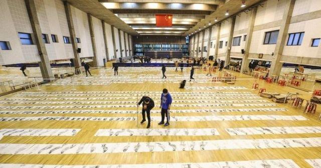 Приемная комиссия Китайской академии искусств изучает работы абитуриентов (4 фото)