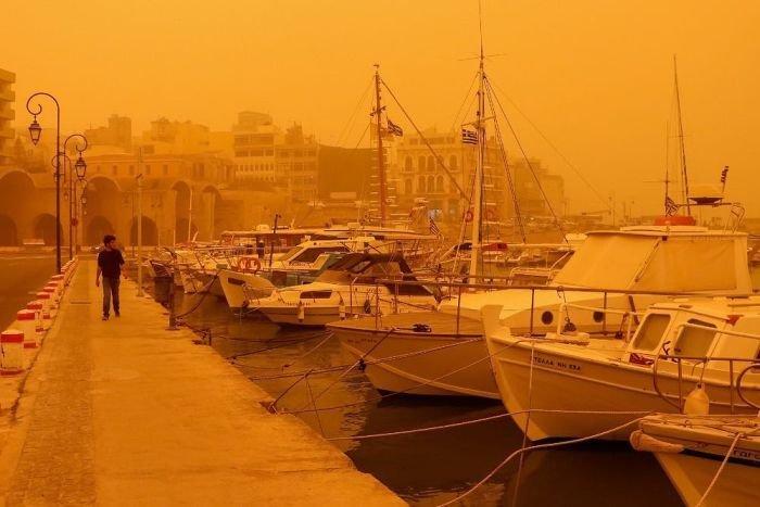 Африканская пыль на острове Крит (8 фото)