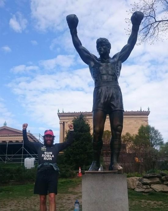 Британец повторил марафон Фореста Гампа (3 фото)