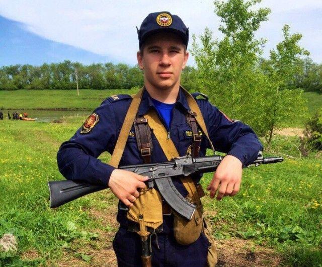 "17-летний кадет МЧС спас трех детей из горящего ТЦ ""Зимняя вишня"" (2 фото)"