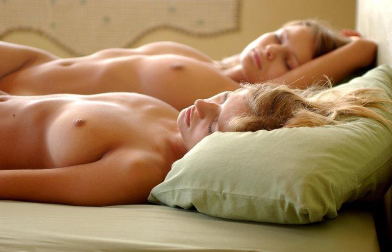 Шлюхи лесбиянки красивые голые спящие девушки девки любовницей