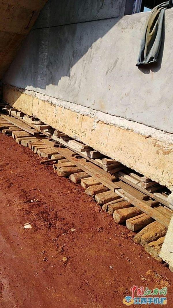 Китаец передвинул дом на 40 метров, чтобы избежать сноса (3 фото)