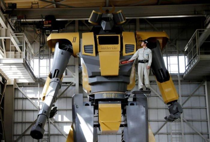 Японец собрал 7-тонного робота с пушкой (15 фото)