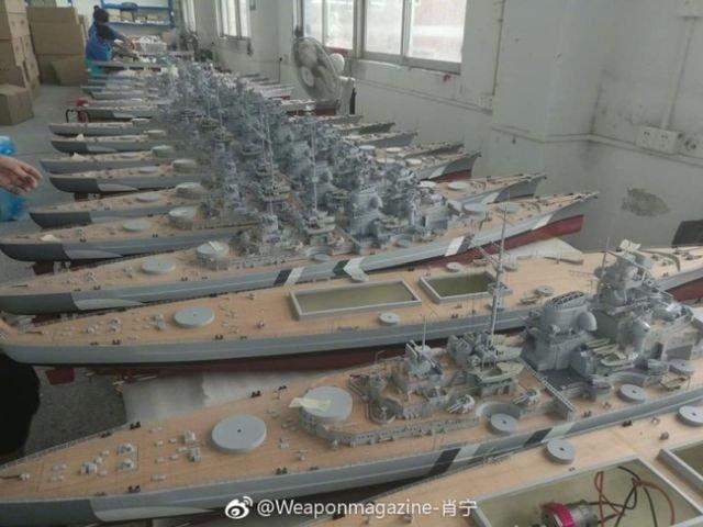 На предприятии по производству радиоуправляемых моделей кораблей (9 фото)