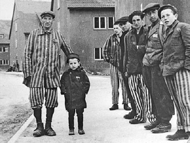 История еврейского мальчика, который тайно жил в концлагере Бухенвальд (5 фото)