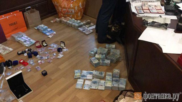 У главы Северо-Западного управления Ростехнадзора Григория Слабикова обнаружили боле 150 млн рублей (3 фото)