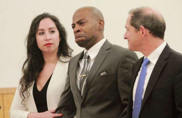 Мужчина отсидел 17 лет за убийство, которое не совершал (3 фото)