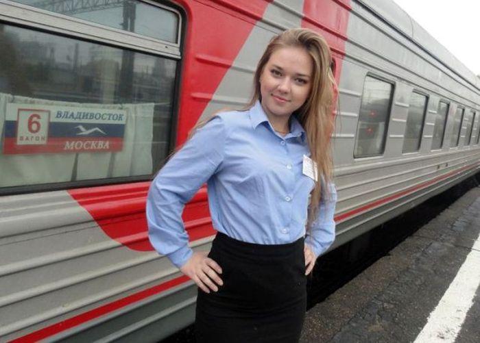 Симпатичные девушки, работающие на железной дороге (30 фото)