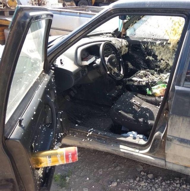 Баллон монтажной пены и автомобиль на жаре (3 фото)