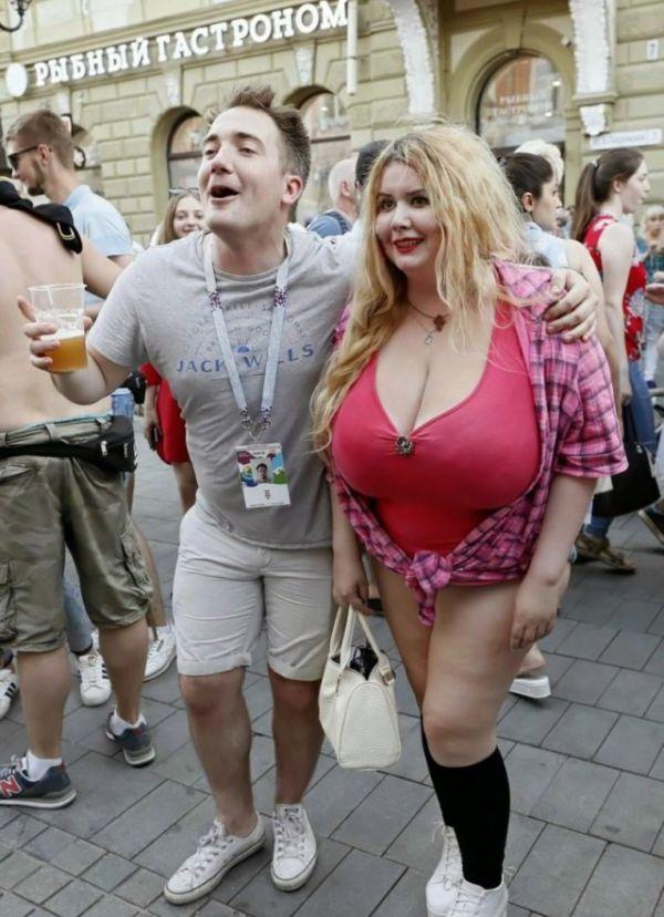 Болельщица с самым внушительным размером груди на Чемпионате мира 2018 (4 фото)