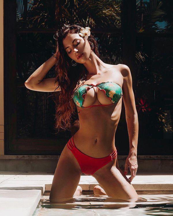 Перевернутое бикини способно визуально увеличить грудь (13 фото)