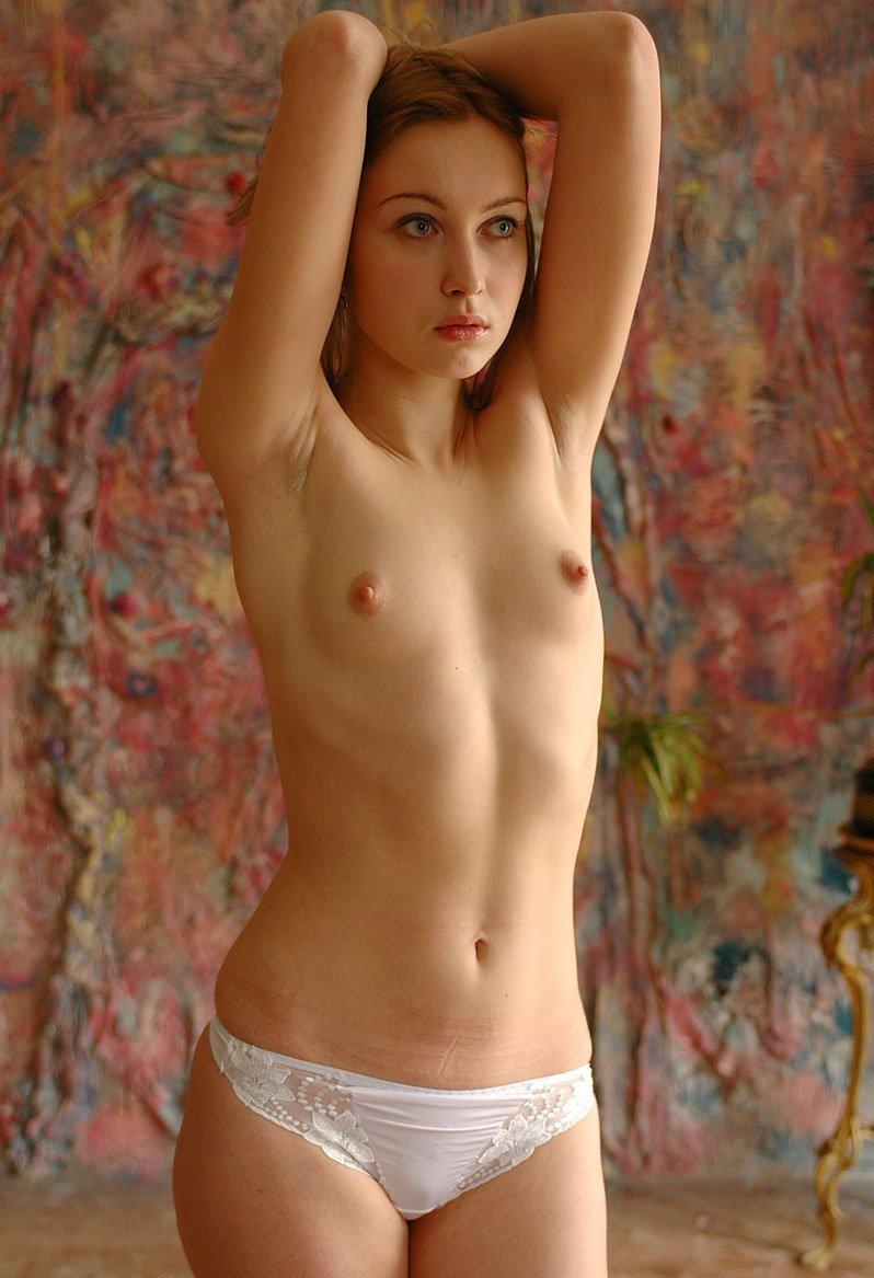 Девушки с небольшой аккуратной грудью