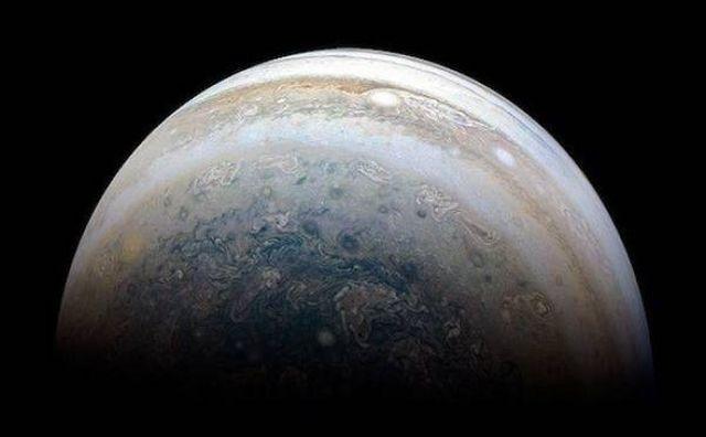 NASA радует фанатов космоса свежими снимками (34 фото)