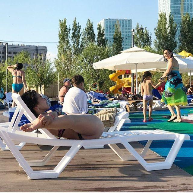 Фотография загорающей девушки из Астаны смутила казахстанцев (фото)