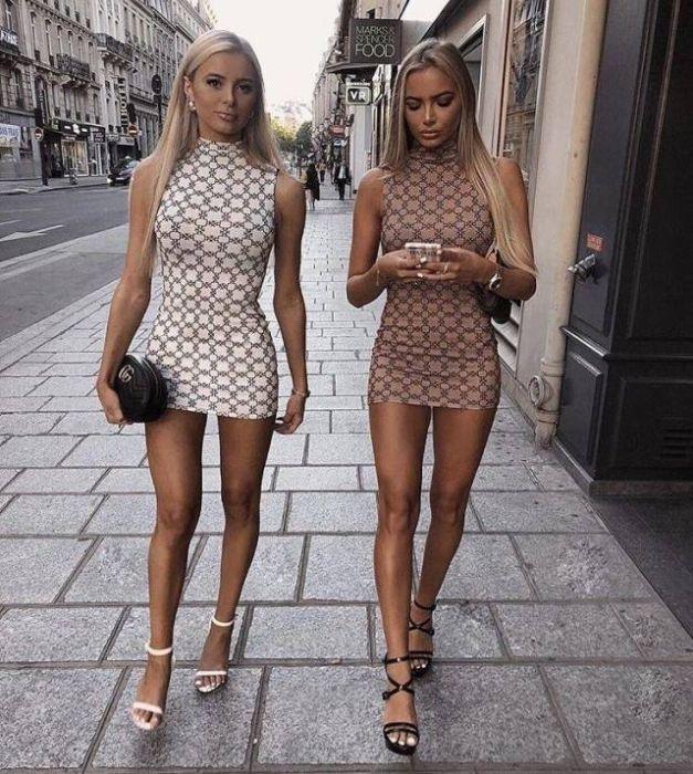 Девушки в обтягивающих платьях (37 фото)