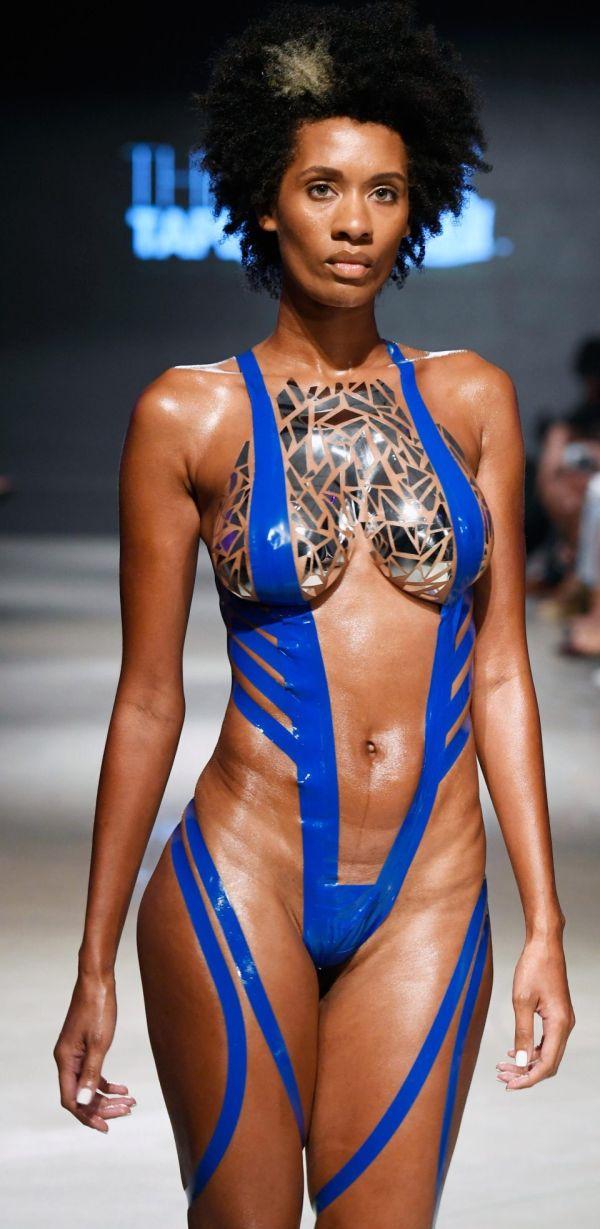Пикантная коллекция бикини из клейкой ленты (9 фото)