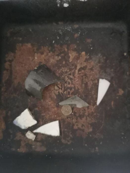 """Житель Британии откопал в саду """"тайную комнату"""" (11 фото)"""