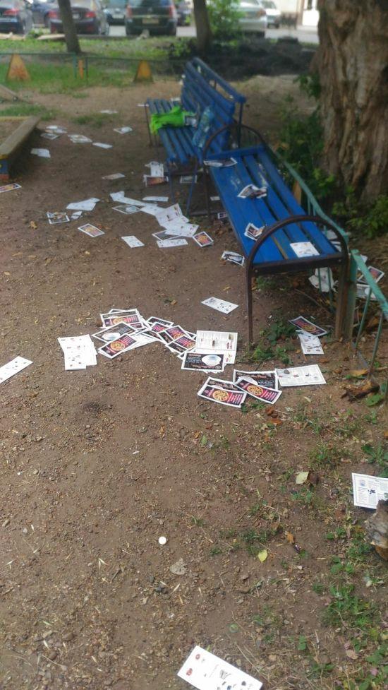 Когда промоутерам лень раздавать листовки (3 фото)