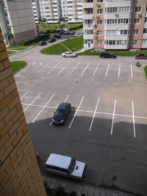 """Парковка во дворе """"до и после"""" нанесения разметки (5 фото)"""