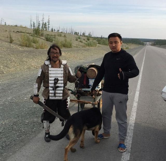 Путешественник из Якутии идет пешком в Москву (2 фото)