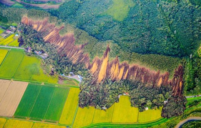 Последствия землетрясения на японском острове Хоккайдо (5 фото)