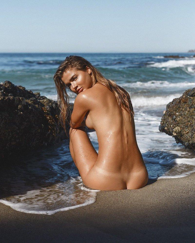 Пляжные девушки голые мужик сосет мужика