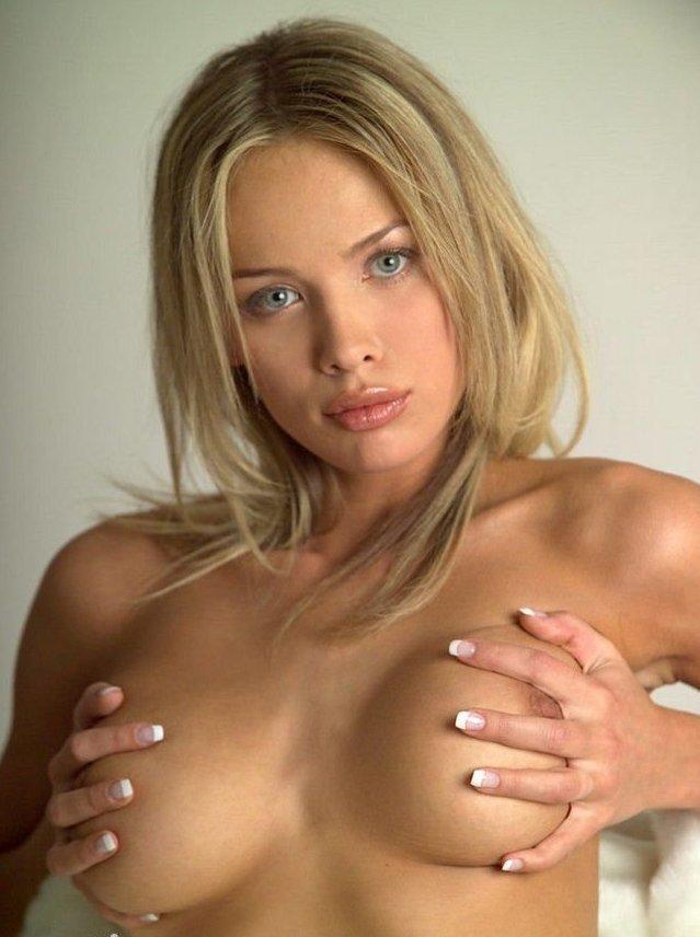 Обнаженная грудь (66 фото)