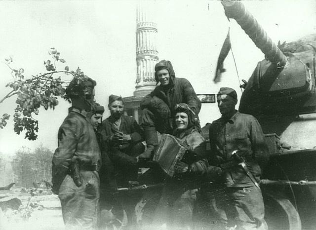 Интересные архивные фотографии: Берлин 1945 года (38 фото)