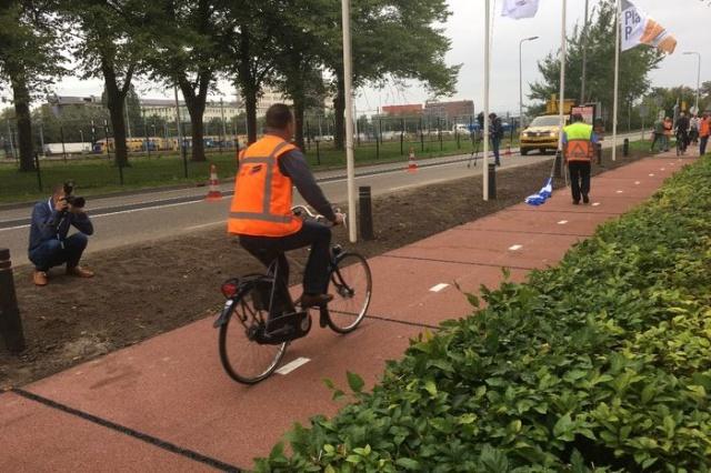 Велодорожка из пластиковых отходов (6 фото)