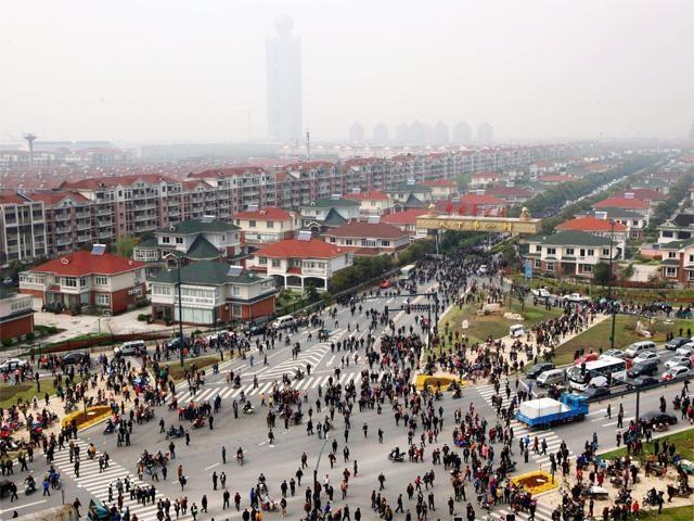 Хуаси - китайская деревня миллионеров (7 фото)