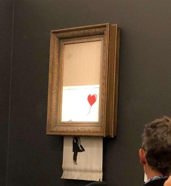 Картина Бэнкси, стоимостью в миллион фунтов, самоуничтожилась после продажи на аукционе (4 фото)
