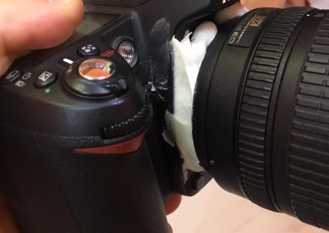 Клиент принес в сервис свой фотоаппарат (4 фото)