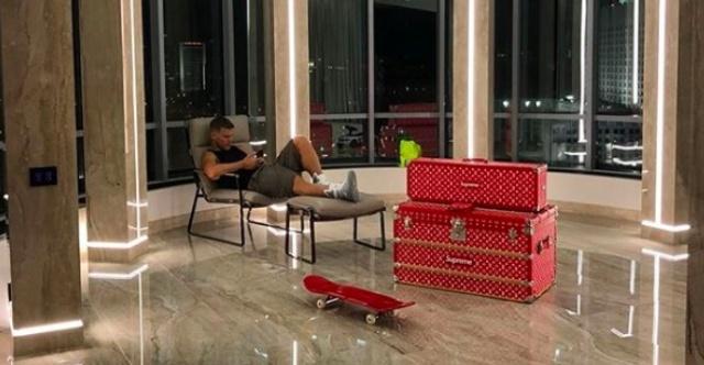Эксклюзивный скейтборд Александра Кокорина, стоимостью с квартиру (6 фото)