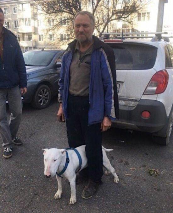 Пенсионер со своим псом 3 недели бродил по тайге (2 фото)