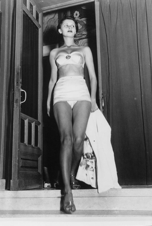 """15-летняя Софи Лорен на конкурсе красоты """"Мисс Италия 1950"""" (23 фото)"""