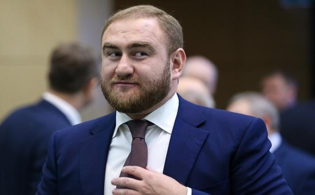 Сенатора от Карачаево-Черкесии Рауфа Арашукова задержали во время заседания Совета Федерации