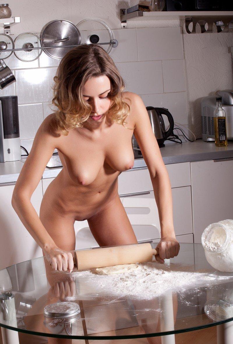 голые телки в кухонной одежде видео очень нравится