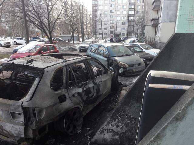Жестокое наказание за парковку? (2 фото)